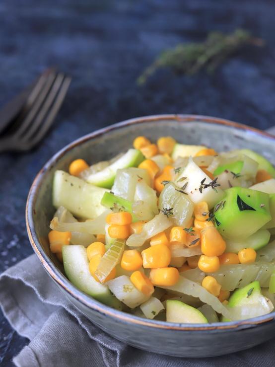 Légumes du soleil - fenouil, courgette, maïs